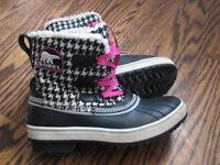 Sorel woman girl winter snow boots - size 6