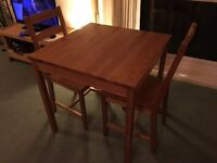 Cute dinning table for two in great condition!