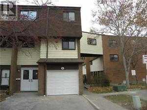 Townhouse, 5+1 Beds, 3 Baths, 180 MISSISSAUGA VALL BLVD
