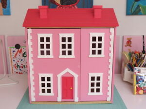 Dollhouse Beautifully Made in England Pink Large