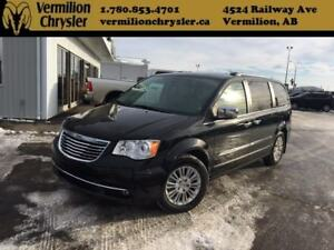 2014 Chrysler Town & Country Limited - NAV, Sunroof, Power Doors
