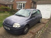 Renault Clio great first car -BARGAIN