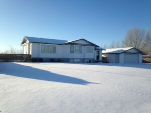 walk thru video! bright open concept raised bungalow in Neepawa