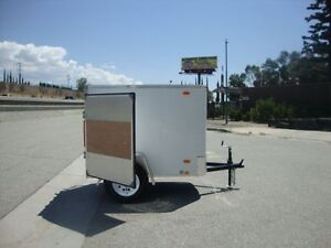 Small Enclosed Trailer / Petite Remorque Fermee