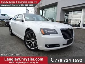 2014 Chrysler 300 S ACCIDENT FREE w/ NAVIGATION & PANORAMIC S...