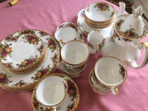 OLD COUNTRY ROSE  China – Excellent Condition!