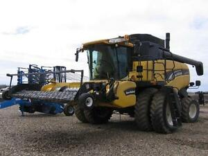 2005 NEW HOLLAND CX840 COMBINE