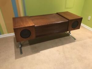 Mid Century Electrohome Circa 75 model 702 stereo and turntable