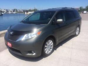 2011 Toyota Sienna XLE Fully loaded $16995