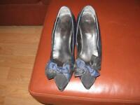 Souliers marine/ Navy Dress Shoe for Ladies!