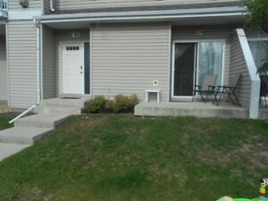 #5481- 2 Bed/ 1 Bath Townhouse With Garage! Available Aug 1st