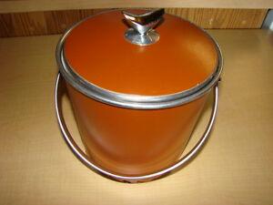 Ice bucket with lid
