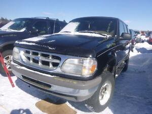 Kenny U-Pull Ford Explorer 1996 rangé 33