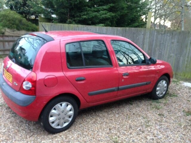 2002 red renault clio expression 75 16v 1149cc mot until dec 2016 in greenwich london. Black Bedroom Furniture Sets. Home Design Ideas
