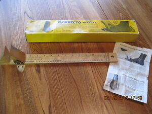 Vtg 1950's KORRECTO Model 32 Wooden Foot Measure in Orig. Box