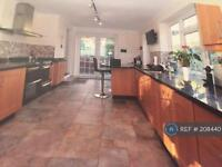 5 bedroom house in Outwood Lane, Kingswood, KT20 (5 bed)