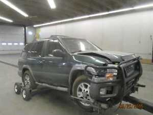 PARTNG OUT: 2001 NISSAN PATHFINDER SUV 4X4