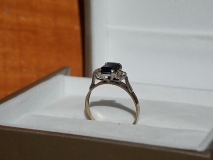Solid Gold 9ct Saphire/ Diamond Ring Armidale City Preview