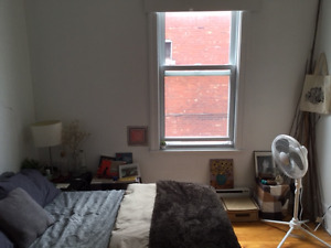 SOUS-LOCATION CHAMBRE PLATEAU//SUBLEASE LOVELY ROOM