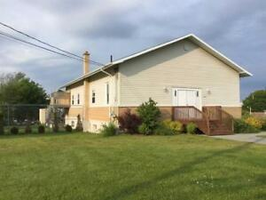 GREAT POTENTIAL  OFFICE SPACE+2X 2 BEDROOM APTS LARGE LOT