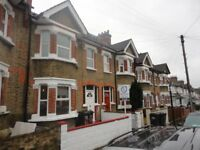 Large double room with ensuite bathroom in Thornton Heath. C-tax, water rates included. WIFI