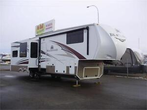 **$197 b/w (oac)** GORGEOUS QUAD SLIDE REAR LIVING 5th WHEEL!