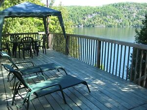 Cozy Cottage 1 hr. Ottawa; great swimming, lovely views, private