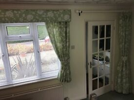 Taylor Made Lounge Curtains, 2pair with cornice