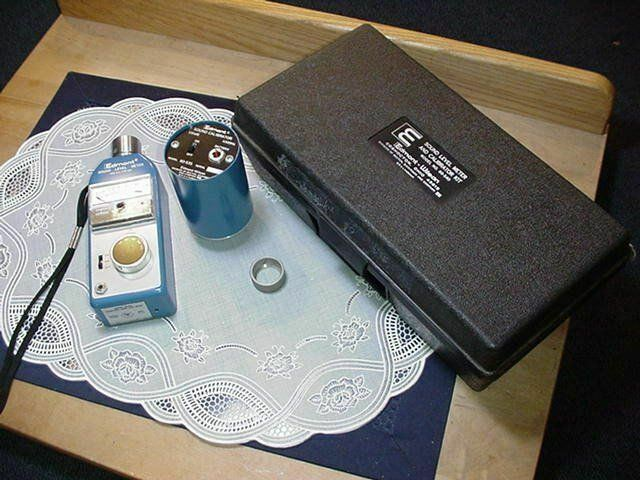 Edmont-Wilson Model 60-540 Sound Level Meter and Calibration Kit Used