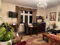 20 Oct Barnes Very large 2-bed room Flat with off-road Parking