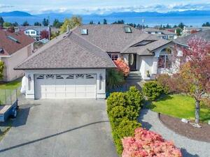 North Nanaimo ground floor of a house, walk to schools and Woodg