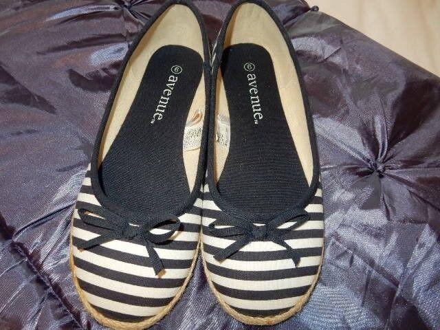 Ladies Size 6 Avenue Deck Shoes Brand New