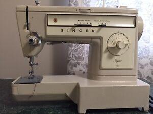 Singer Sewing Machine for Sale. Asking $80.00. Regina Regina Area image 4