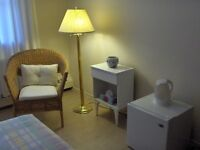 FURNISHED BED SITTING ROOM - BURLINGTON- DAILY / MONTHLY