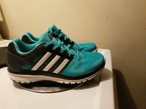 BRAND NEW WOMENS ADIDAS SIZE 5 ONLY $40 !!!!!