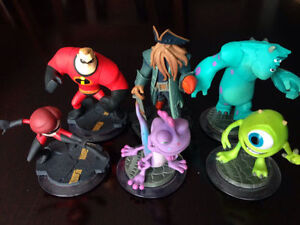 6 DISNEY INFINITY CHARACTERS, 3 PLAY PIECES, 10 POWER DISCS