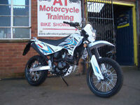 SINNIS Apache 125cc Learner Legal. Super Moto