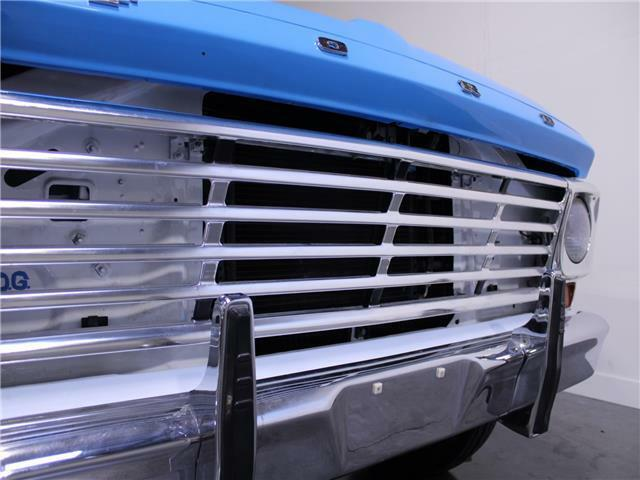 1967 Ford F250 V8 Automatic   Blue/White