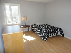 SPACIOUS BEDROOM FOR RENT AT 2 MINUTES FROM UNIVERSITY OF MONCTO