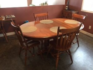 Maple dining room table set with 4 chairs