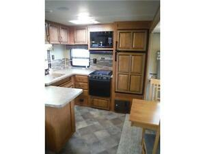 2016 Puma 30RKSS Rear Kitchen Travel Trailer with Slide Stratford Kitchener Area image 6