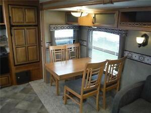 2016 Puma 30RKSS Rear Kitchen Travel Trailer with Slide Stratford Kitchener Area image 5
