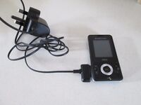 SONY ERICSSON WALKMAN W205 SLIDER MOBILE PHONE-CAMERA / VIDEO FUNCTION & CHARGER-COLLECT OSSETT.
