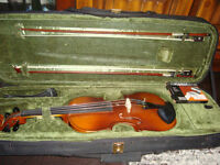 1/2 size Violin comes with case, 2 bows and shoulder rest