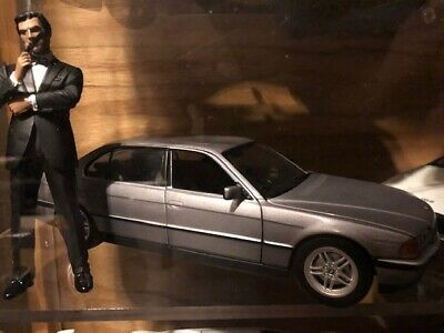 Dealer Model James Bond 007 BMW 750il Tomorrow Never Dies 1/24 Scale Diecast Car