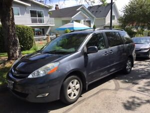 2008 Toyota Sienna - ONLY 72,000 KMS!