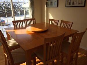 TABLE HAUTE AVEC 8 CHAISES