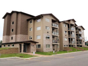 Beautiful,Spacious2 Bedroom 3rd floor Condo Available Immediatly