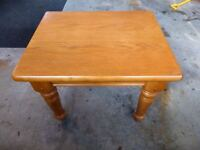 Solid wood side coffee table (1) in great condition