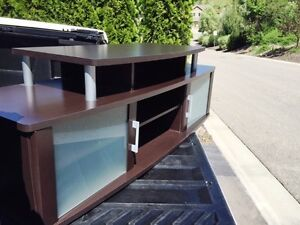 TV Entertainment Stand (SALMON ARM, BC)